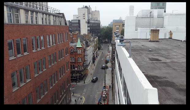 Кадр из видео Samsung Galaxy Alpha