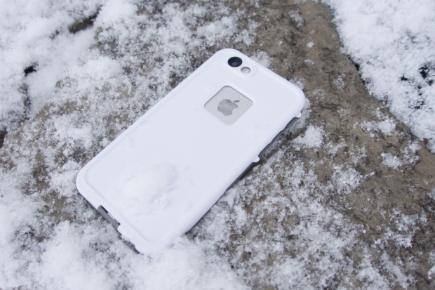 iPhone 6 в чехле LifeProof