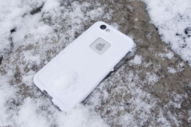 iPhone 6 в чехле LifeProof