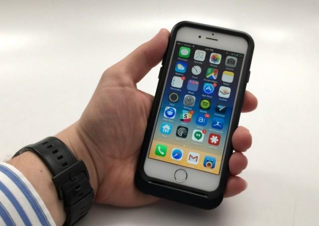 Apple iPhone 6 в защитном чехле