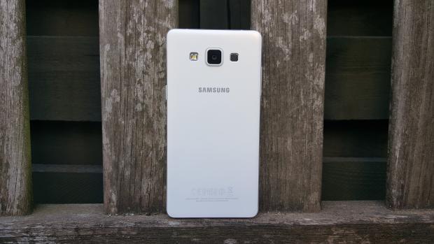 Обзор Galaxy A5. Задняя панель