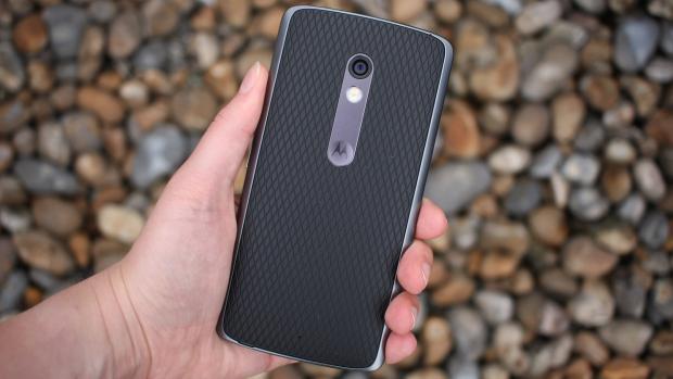 Motorola Moto X Play в руках
