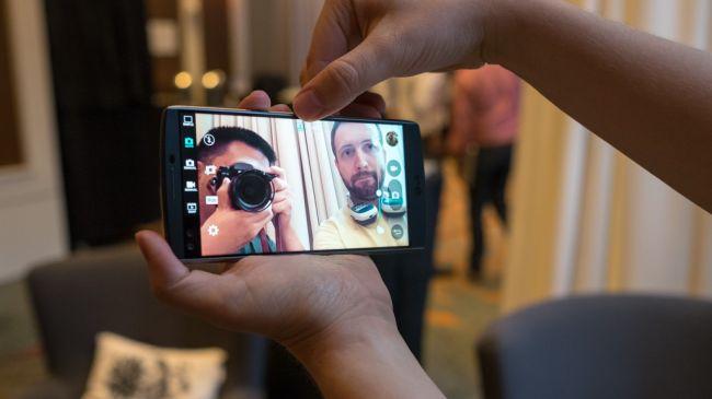 Двойная фронтальная камера LG V10