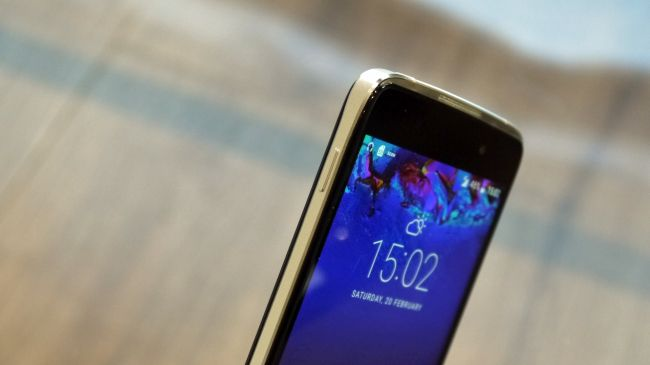 Смартфон Alcatel Idol 4